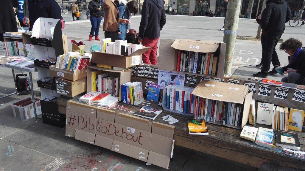 #NuitDebout : la bibliothèque éphémère bascule dans le Peer-To-Peer